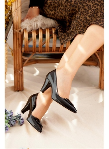 Limoya  Siyah Kırışık Rugan Tokalı Kısa Topuklu Stiletto Siyah